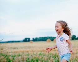 Веселые игры на природе вместе с детьми
